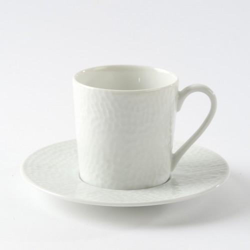 Tasse et sous tasse bosselée